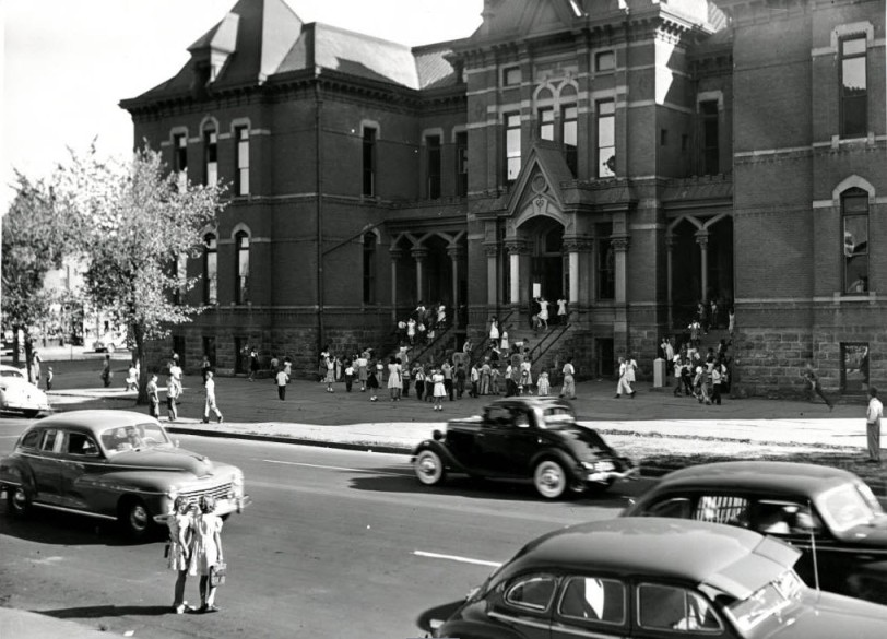 Franklin School with children in front. Courtesy DPL Western History Collection WH1990