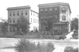 Navajo Hotel. W 8th and Navajo. Courtesy DPL Western History Collection X-25241