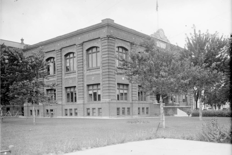 West side court building at Speer Blvd. & W. Colfax Ave. constructed in 1920 & provided space for 2 court rooms & all supporting facilities later housed the offices of the District Attorney until 1984. DPL, Western History Collection Rh-534